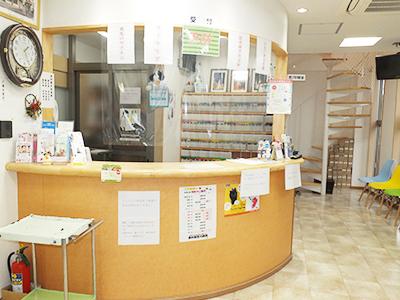西村獣医科病院の受付・待合室