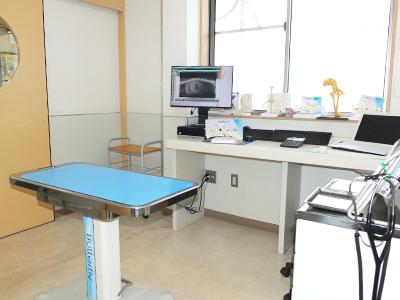 西村獣医科病院の診察室1